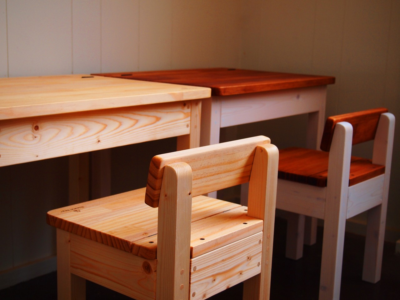 child-desk&chair